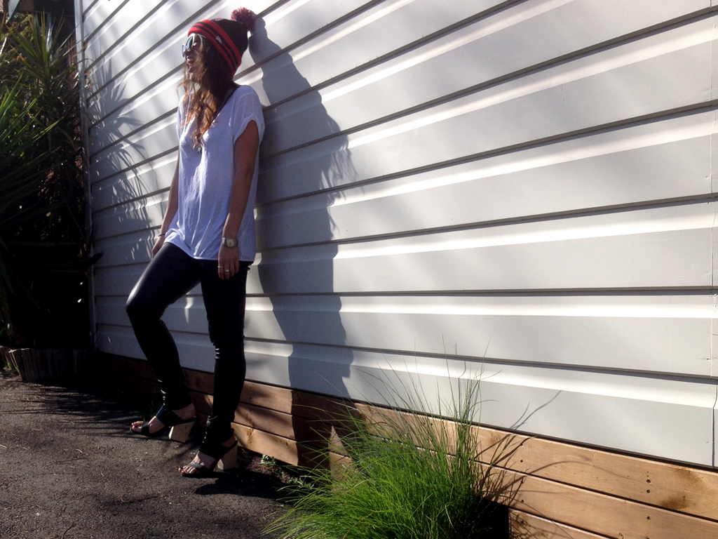 WHITE TEE LEATHER LEGGINGS TOM FORD SUNGLASSES CHICAGO BULLS NBA POM POM BEANIE OOTD