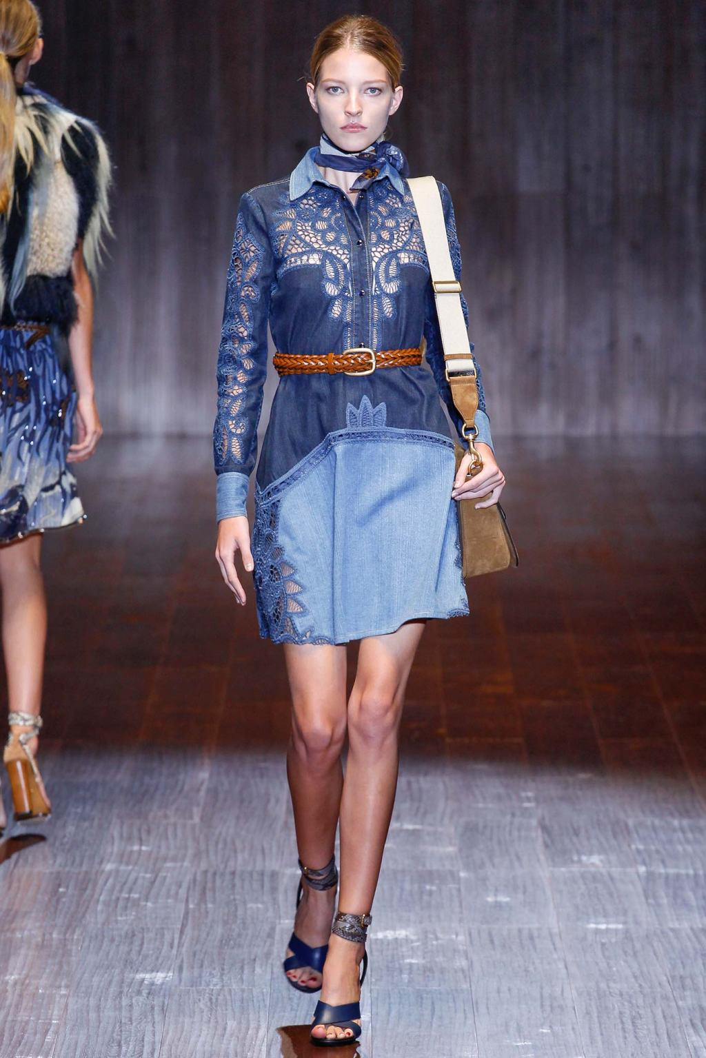 GUCCI DENIM DRESS MODEL SPRING SUMMER 2015 FASHION WEEK
