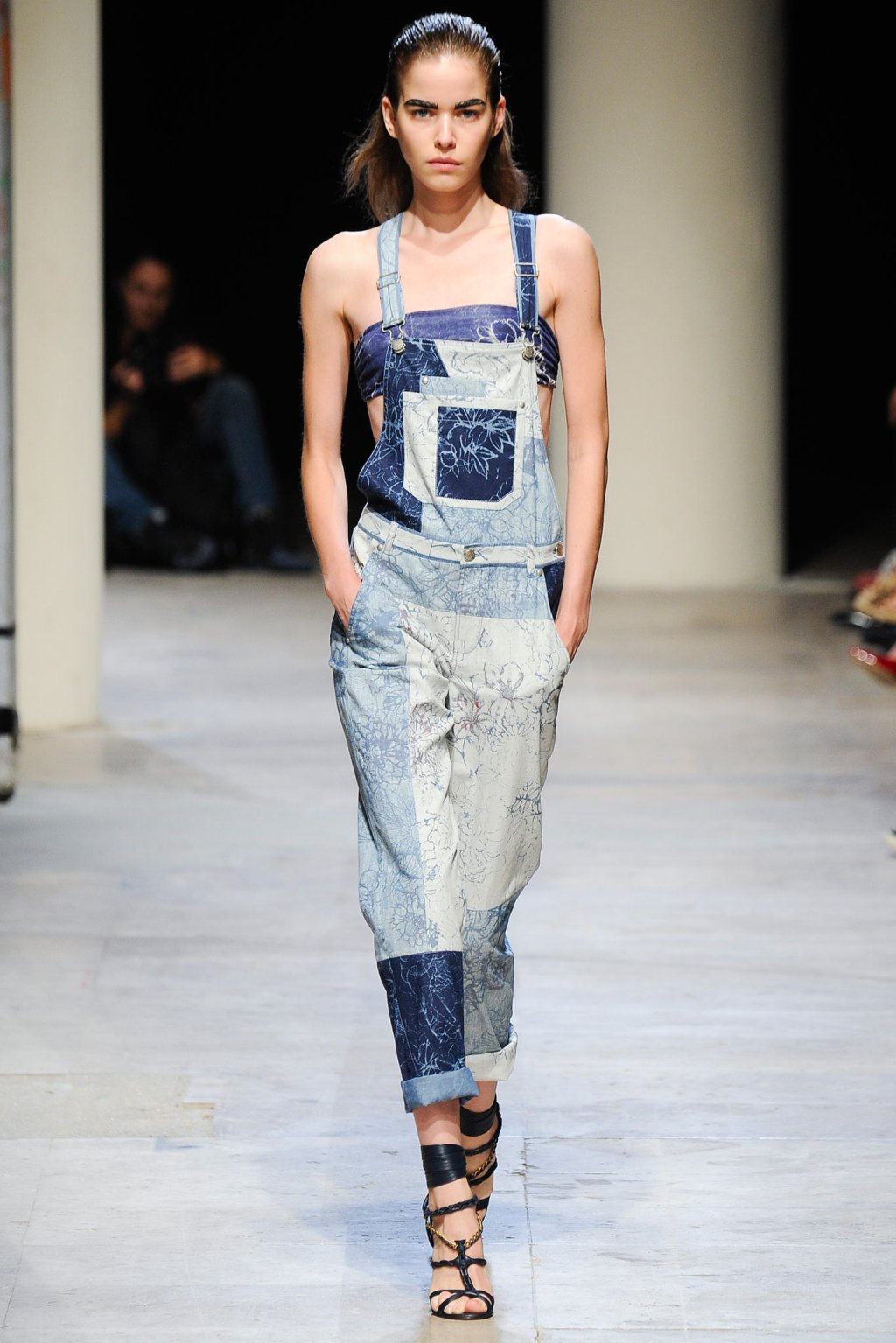 LEONARD DENIM OVERALLS DUNGAREES MODEL SPRING SUMMER 2015 FASHION WEEK