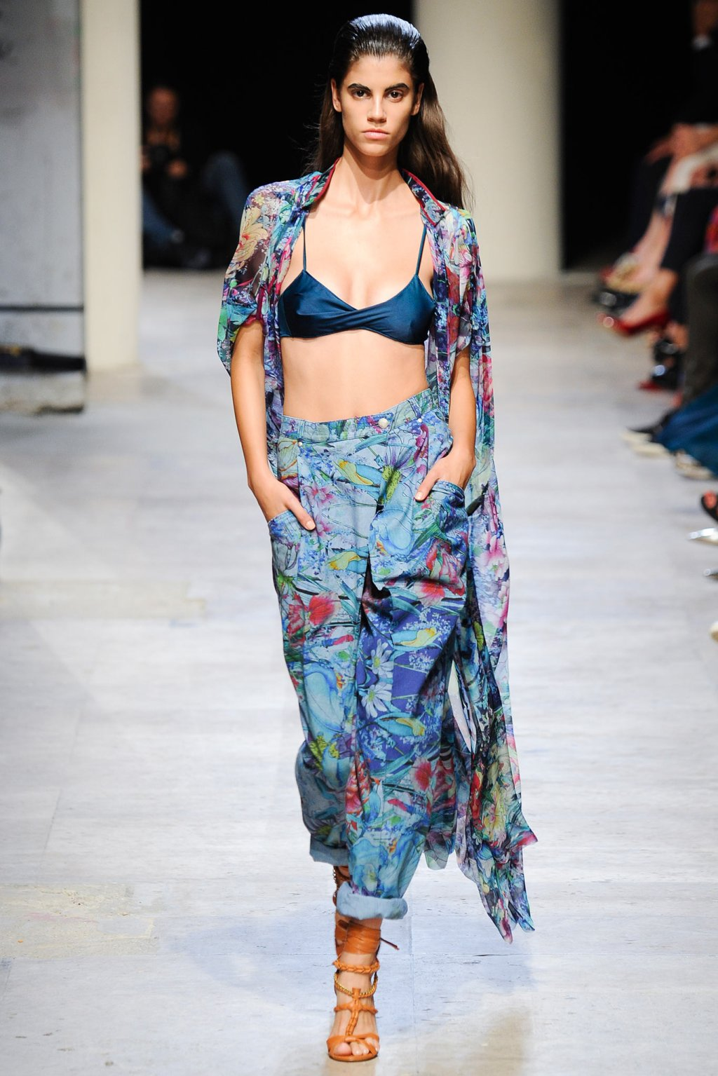 LEONARD FLORAL PRINTED DENIM JEANS MODEL SPRING SUMMER 2015 FASHION WEEK