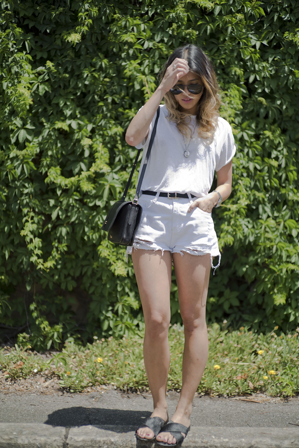 WHITE TEE LINEN TSHIRT WHITE SHORTS DENIM SHORTS CROSSOVER SLIDES